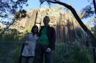 Adam-dan-Susan-di-Sawn-Rock-Australia-512x341